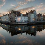Bruges by Night, de spiegelrei in Brugge tijdens het blauwe uurtje